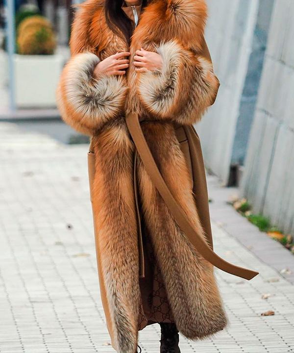 химчистка длинного женского пальто утепленного натуральным мехом