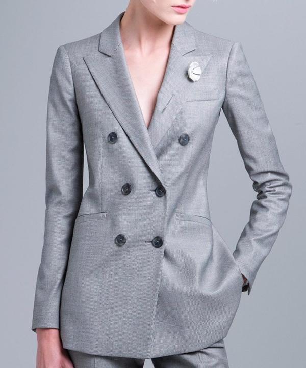 Удаление пятен с женского пиджака в химчистке